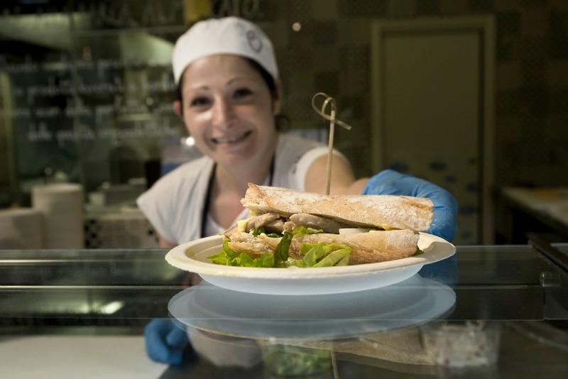 I Magnifici: sgombro dei Rosellini in mini-baguette con cipollotto e maionese vegana