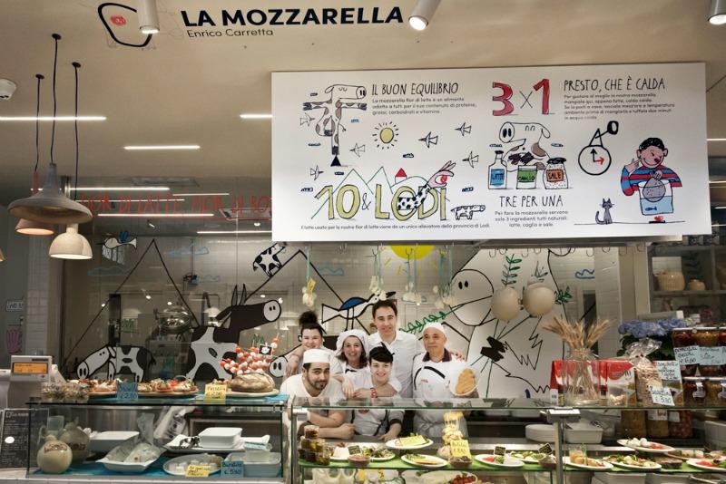 Enrico Carretta porta la nuova mozzarella al Mercato Centrale | Foto di Federica Di Giovanni
