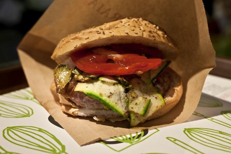 I Magnifici: hamburger di Chianina de La Toraia con zucchine e caprino