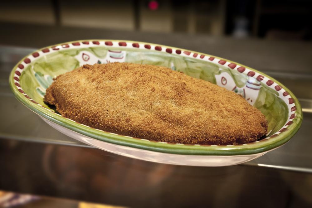 I Magnifici: petto di pollo a portafoglio di Torrente con prosciutto cotto di Savigni e provola affumicata dei monti lattari.